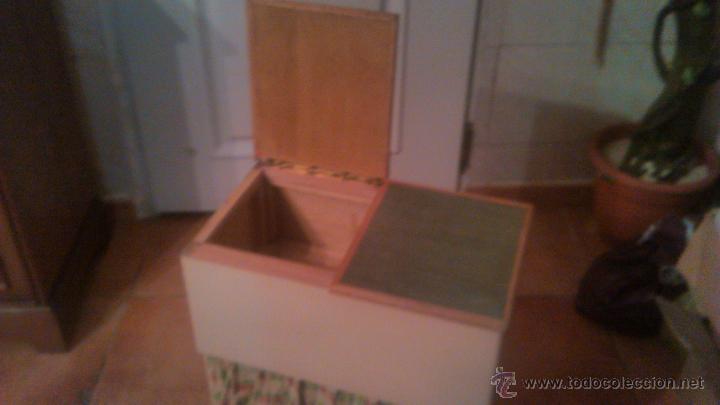 Antigüedades: Antigua mesa auxiliar costurero,con estante y cortina. Siglo xix/xx - Foto 5 - 54475961