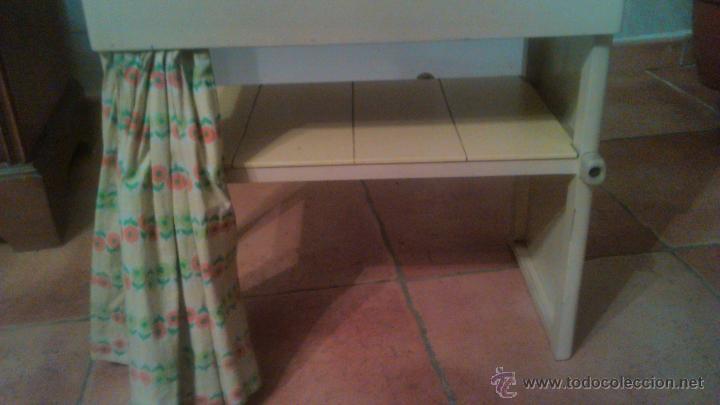 Antigüedades: Antigua mesa auxiliar costurero,con estante y cortina. Siglo xix/xx - Foto 8 - 54475961