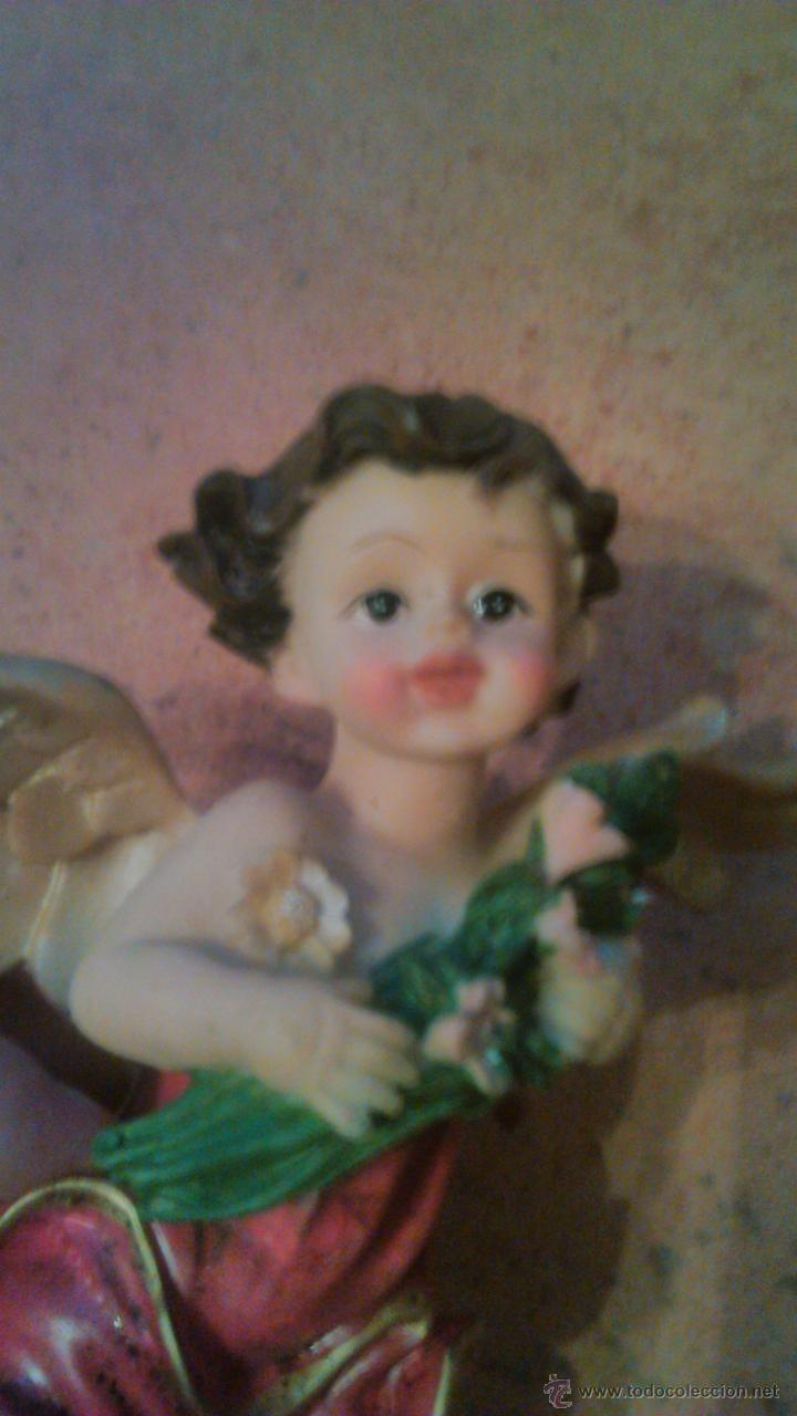 Antigüedades: Precioso angelito con flores en las mano. resina - Foto 3 - 54476885