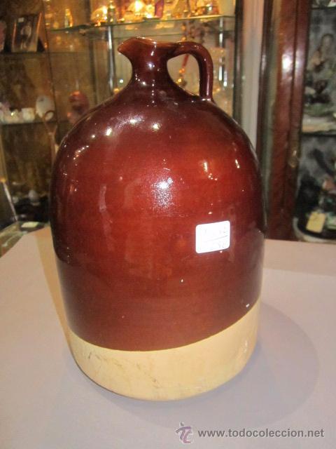 JARRA DE BARRO VIDRIADO EN MARRÓN. 23 CMS. ALTURA X 14,5 CMS. DIÁMETRO BASE MARCAS (Antigüedades - Porcelanas y Cerámicas - Otras)