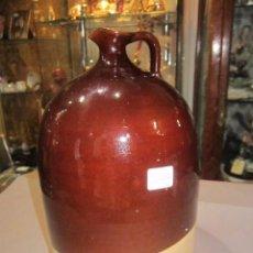 Antigüedades: JARRA DE BARRO VIDRIADO EN MARRÓN. 23 CMS. ALTURA X 14,5 CMS. DIÁMETRO BASE MARCAS. Lote 54487169