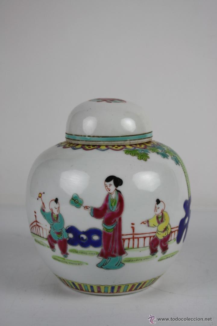 ESPLÉNDIDO JARRÓN EN PORCELANA CHINA POLICROMADA A MANO, FIN S. XIX, 16 CM. ALTO, (Antigüedades - Porcelanas y Cerámicas - China)