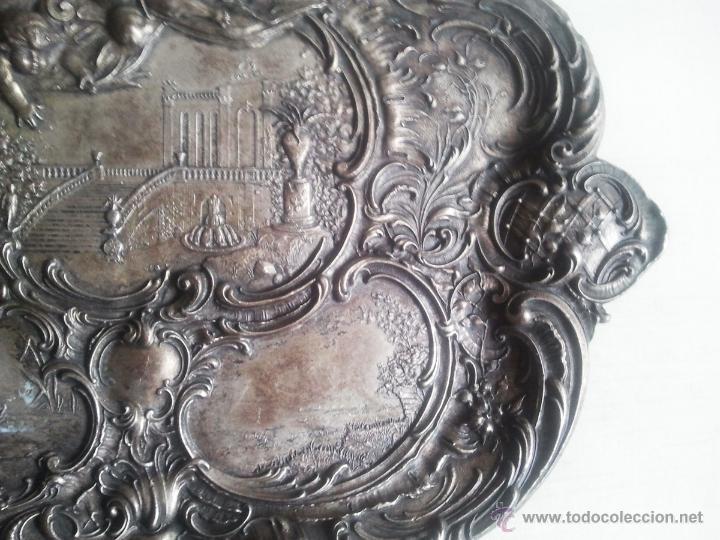 Antigüedades: Bandeja antigua con relieves de angeles y paisajes. De metal plateado. 22,5 x 29 cms. Vell i Bell - Foto 6 - 54500975