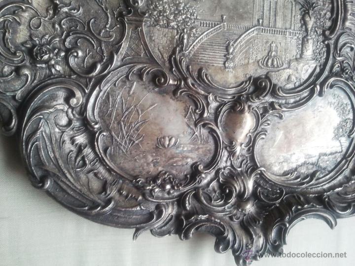 Antigüedades: Bandeja antigua con relieves de angeles y paisajes. De metal plateado. 22,5 x 29 cms. Vell i Bell - Foto 7 - 54500975