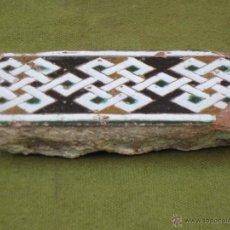 Antigüedades: AZULEJO ANTIGUO DE SEVILLA O TOLEDO - TECNICA DE ARISTA - LACERIA ARABE / MUDEJAR - SIGLO XV.. Lote 54579923