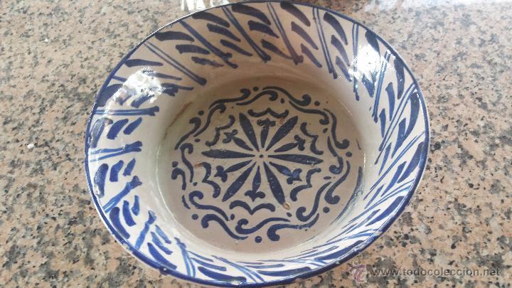 ANTIGUA FUENTE DE FAJALAUZA PINTADA A MANO. (Antigüedades - Porcelanas y Cerámicas - Fajalauza)