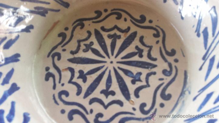 Antigüedades: antigua fuente de fajalauza pintada a mano. - Foto 2 - 221839527