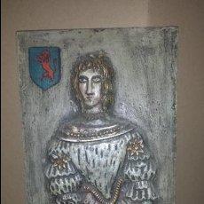 Antigüedades: CUADRO FIGURA MEDIEVAL DE MADERA. Lote 54580572