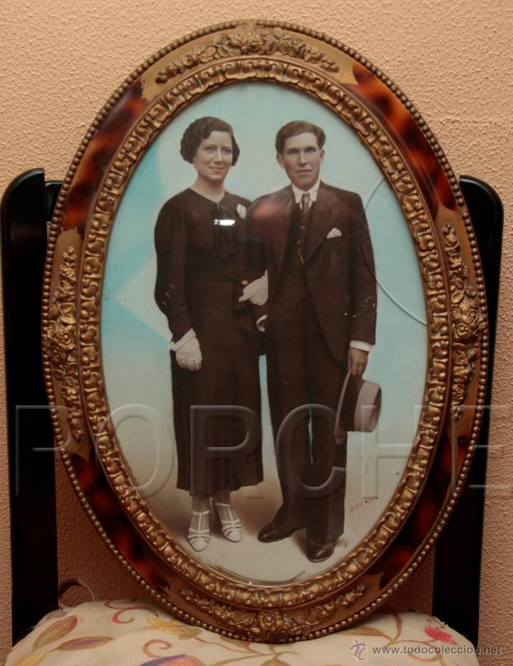 1 MARCO DE MADERA OVALADO AÑOS 40-50 - 55,5X40 CM - CON FOTO - FOTOFRAFO REIG TARRASA 47X31 CM- (Antigüedades - Hogar y Decoración - Marcos Antiguos)