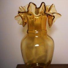 Oggetti Antichi: ANTIGUO JARRON DE CRISTAL SOPLADO COLOR AMBAR. Lote 54620353