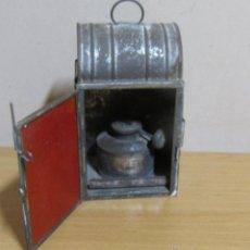 Antigüedades: FAROL DE ACEITE PARA CARRUAJE 14 X 7 X 8 CMS APROX. EN LATON. Lote 54637146