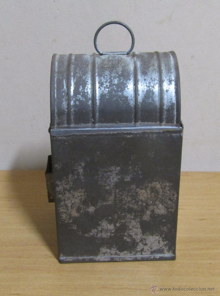 Antigüedades: FAROL DE ACEITE PARA CARRUAJE 14 X 7 X 8 CMS APROX. EN LATON - Foto 4 - 54637146