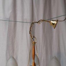 Antigüedades: LAMPARA DE TECHO CON 3 LUCES EN METAL CON TULIPAS DE CRISTAL. Lote 54645126