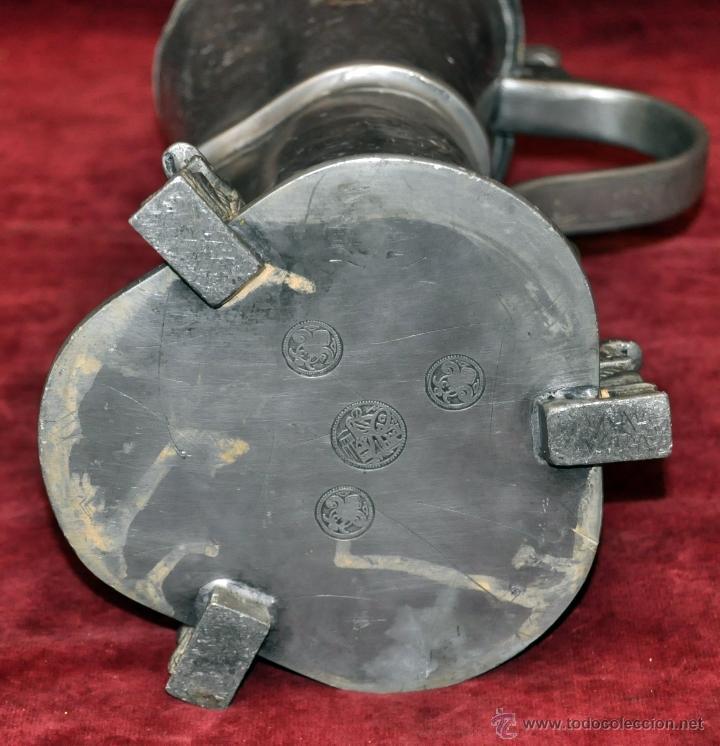 Antigüedades: CURIOSA JARRA EN ESTAÑO DEL SIGLO XIX CON MOTIVOS ORIENTALES - Foto 12 - 54648428