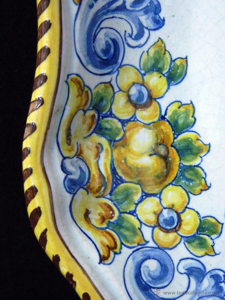 Antigüedades: GRAN PLATO-FUENTE DECORADO DE 36,5 cm. DURAN TALAVERA. HERÁLDICA. ESCUDOS MUÑOZ Y CRIADO. AÑOS 60 - Foto 4 - 54659621