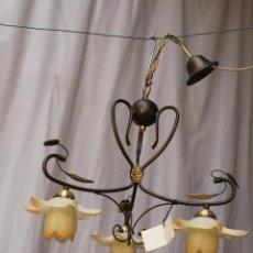 Antigüedades: LAMPARA DE TECHO DE 3 LUCES EN METAL CON TULIPAS DE CRISTAL. Lote 54664614