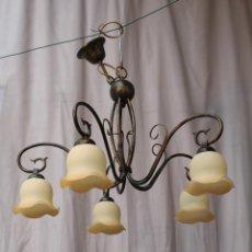 Antigüedades: LAMPARA DE TECHO DE 5 LUCES EN METAL CON TULIPAS DE CRISTAL. Lote 54664865