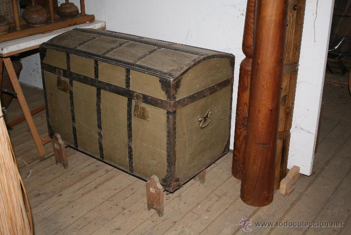 BAÚL DE MADERA REFORZADO CON CHAPA (Antigüedades - Muebles Antiguos - Baúles Antiguos)