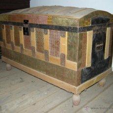 Antigüedades: BAÚL DE CHAPA CON MADERA INTERIOR. Lote 54730799