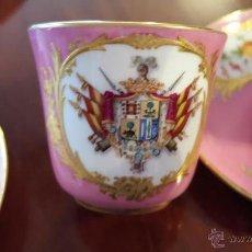Antigüedades: MARAVILLOSO JUEGO DE 5 TAZAS DE CAFÉ PORCELANA PALAIS ROYALE SIGLO XIX. Lote 54747073