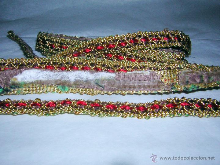 PASAMANERÍA ANTIGUA CON HILO DORADO, DE 12 MM. DE ANCHO (Antigüedades - Moda y Complementos - Mujer)
