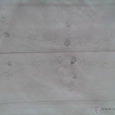 Antigüedades: JUEGO DE CAMA (1,10) DE ALGODÓN BORDADO A MANO (SIN ESTRENAR). Lote 54757726