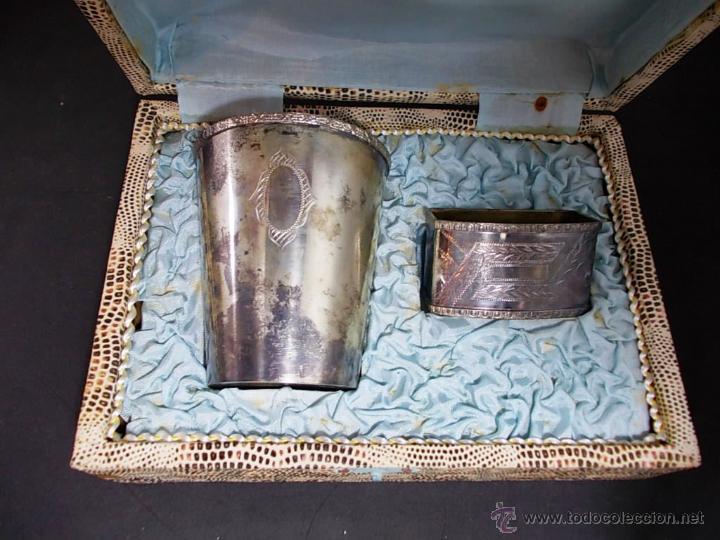 ANTIGUO JUEGO DE VASO Y SERVILLETERO EN ALPACA ESTUCHE ORIGINAL (Antigüedades - Plateria - Varios)