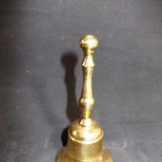 Antigüedades: CAMPANA EN BRONCE CON SU BADAJO ORIGINAL. Lote 273433878