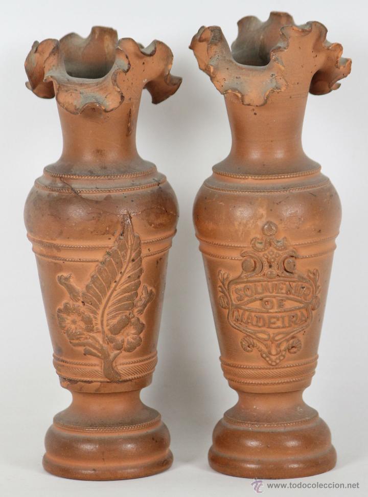 PAREJA DE FLOREROS EN TERRACOTA. SOUVENIR DE MADEIRA. SIGLO XIX (Antigüedades - Hogar y Decoración - Floreros Antiguos)