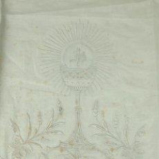 Antigüedades: MANTEL DE COMULGAR. LINO Y SEDA BORDADO A MANO. BOLILLOS. ESPAÑA. FIN XIX. Lote 53725821