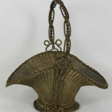 Antigüedades: CENTRO DE MESA EN LATON TRENZADO. SIGLO XX.. Lote 53743783