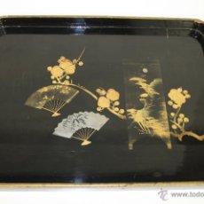 Antigüedades: BANDEJA EN MADERA. LACADO CON DORADOS. MOTIVOS ORIENTALES. JAPÓN. SIGLO XX.. Lote 53800384