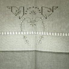 Antigüedades: JUEGO DE CAMA MATRIMONIO. ALGODON. BORDADOS A MANO. BOLILLOS. ESPAÑA. 1920.. Lote 53862515