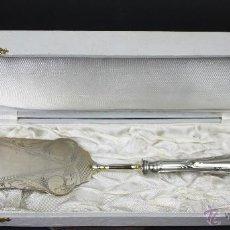 Antigüedades: PALETA DE SERVIR PASTELES. ESTUCHE ORIGINAL. ALPACA. EUROPA. SIGLO XIX-XX.. Lote 54026077