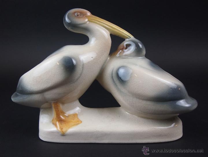 PELICANOS. LOZA ESMALTADA A MANO. FIRMADO CMT. PUJOL. FAYANS CATALAN. CIRCA 1925 (Antigüedades - Porcelanas y Cerámicas - Catalana)