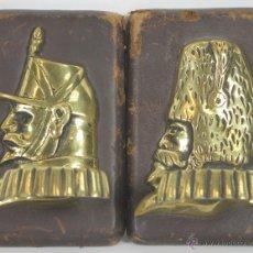 Antigüedades: COLGADORES EN BRONCE. BASE DE MADERA Y PIEL. PRINCIPIOS SIGLO XX.. Lote 53433549