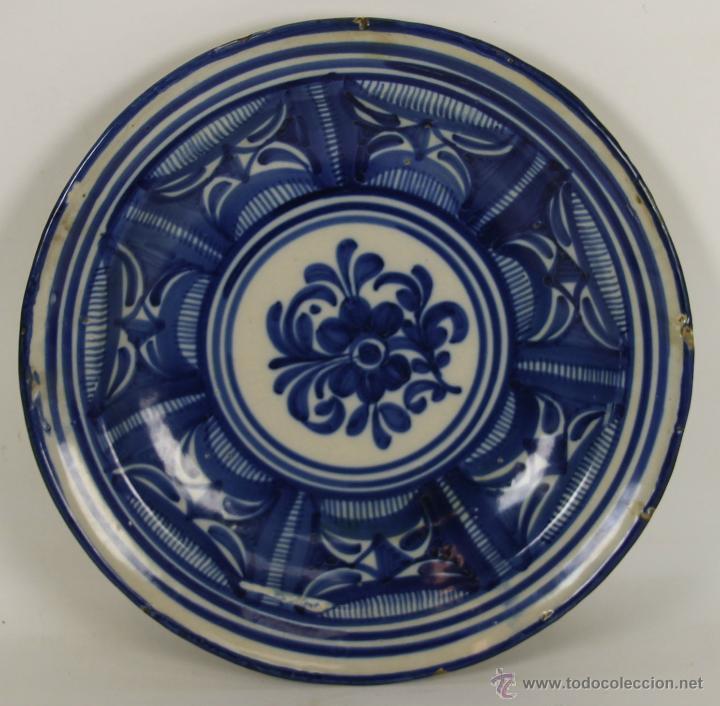 PLATO EN CERAMICA POLICROMADA DE RIBESALBES. VALENCIA. SIGLO XX. (Antigüedades - Porcelanas y Cerámicas - Ribesalbes)
