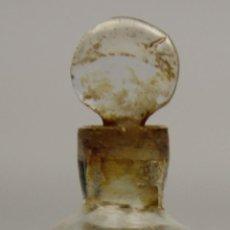 Antigüedades: BOTELLA DE PERFUME. CRISTAL TALLADO CON ADORNOS DORADOS. FRANCIA?. SIGLO XVIII-XIX.. Lote 50337136