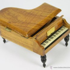 Antigüedades: PIANO DE COLA-JOYERO MUSICAL. EN MADERA DE OLIVO. REUGE. SIGLO XX.. Lote 51138267
