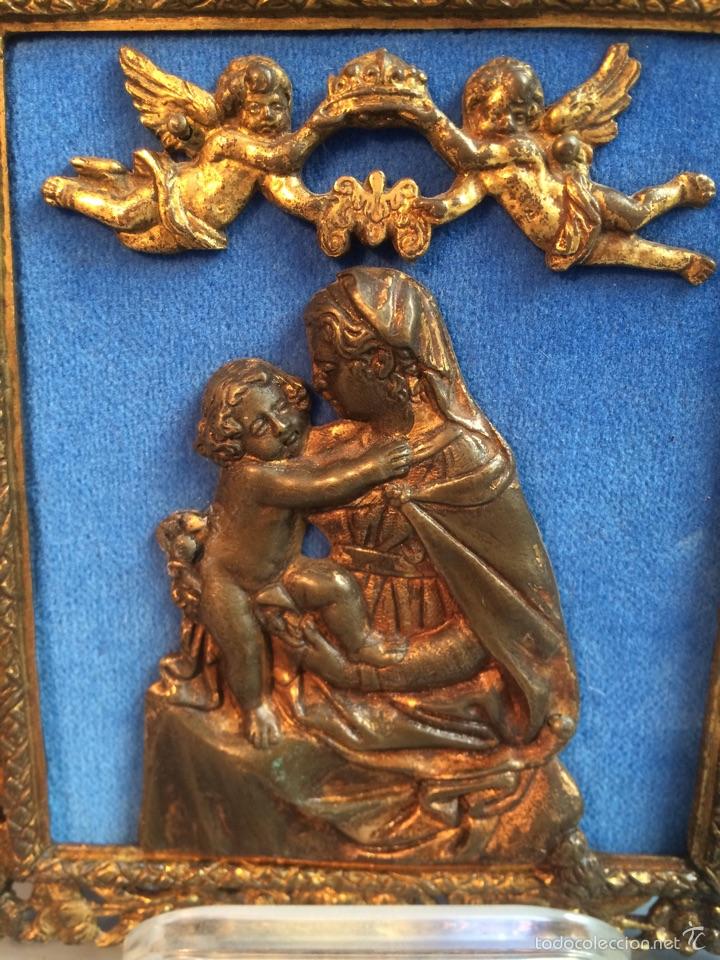 Antigüedades: Placa devociónal de bronce siglo XVI - XVII Virgen con niño y Angeles - Foto 2 - 54799618
