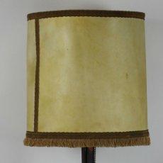 Antigüedades: LAMPARA DE SOBREMESA. HIERO FORJADO Y DORADO. SIGLO XX.. Lote 49339990