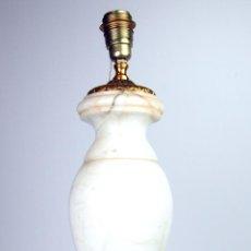 Antigüedades: GRAN LÁMPARA DE SOBREMESA. BRONCE DORADO. ALABASTRO. NAVARRO. ESPAÑA CIRCA 1940.. Lote 49211350
