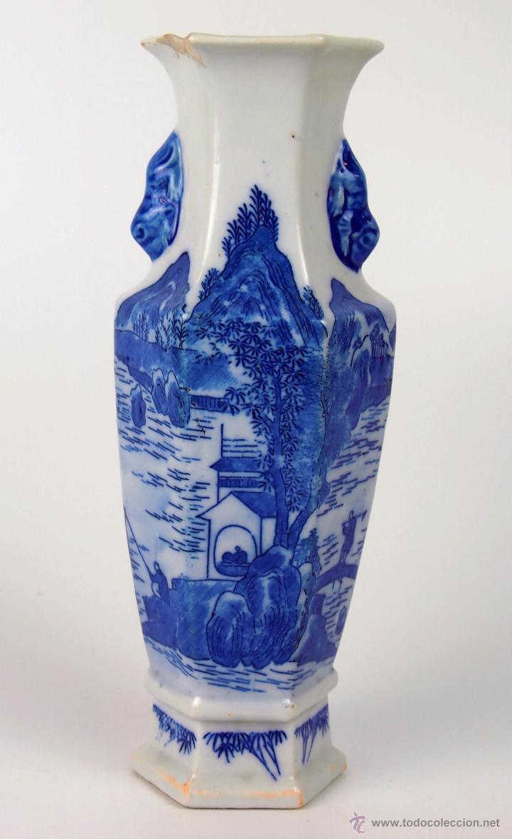 JARRÓN EXAGONAL. PORCELANA ESMALTADA AZUL. CHINA. XVIII-XIX. (Antigüedades - Porcelanas y Cerámicas - China)