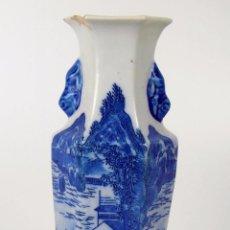 Antigüedades: JARRÓN EXAGONAL. PORCELANA ESMALTADA AZUL. CHINA. XVIII-XIX.. Lote 48415359