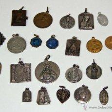 Antigüedades: MR059 LOTE DE 23 MEDALLAS RELIGIOSAS. DIFERENTES ÉPOCAS Y MATERIALES. ESPAÑA. Lote 47954490