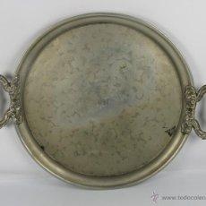 Antigüedades: BANDEJA DE SERVICIO EN PELTRE CON LAS INICIALES R. LL. S. XIX.. Lote 46185688
