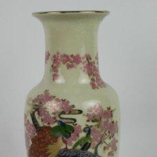 Antigüedades: JARRON EN PORCELANA JAPONESA POLICROMADA. MARCAS EN LA BASE. MED S XX.. Lote 46306654
