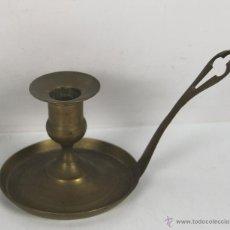 Antigüedades: CANDELABRO DE SOBREMESA EN LATON. S. XIX.. Lote 46052194