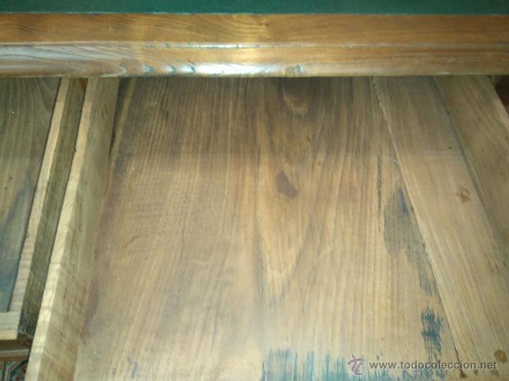 Antigüedades: Mesa de castaño en tapa de PIEL - Foto 3 - 42361771