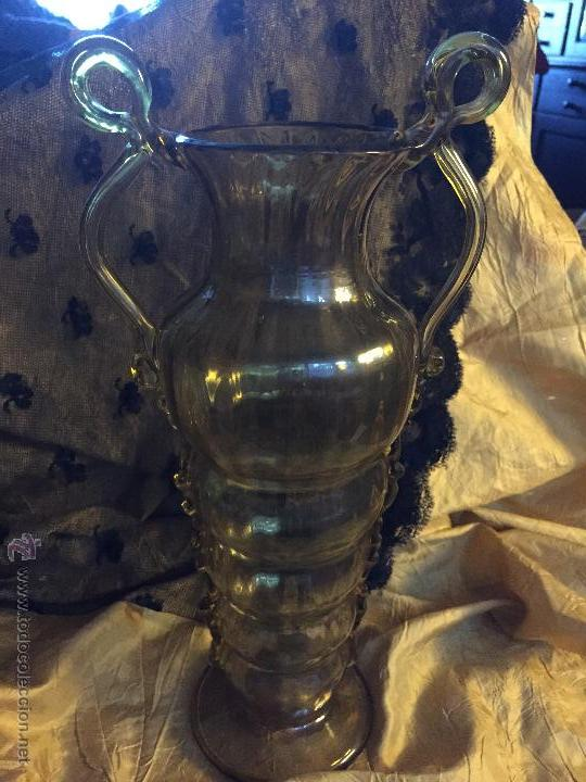 JARRÓN DE VIDRIO SOPLADO COLOR AMBAR. (Antigüedades - Cristal y Vidrio - Mallorquín)